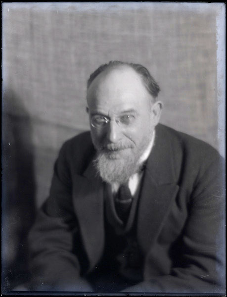 Erik Satie par Man Ray